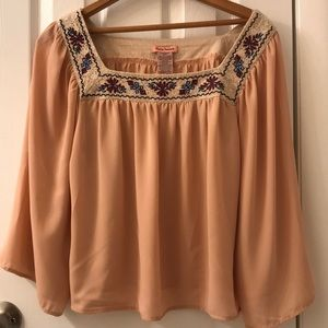 5/$25 Flying tomato peachy beige-y top, size Med